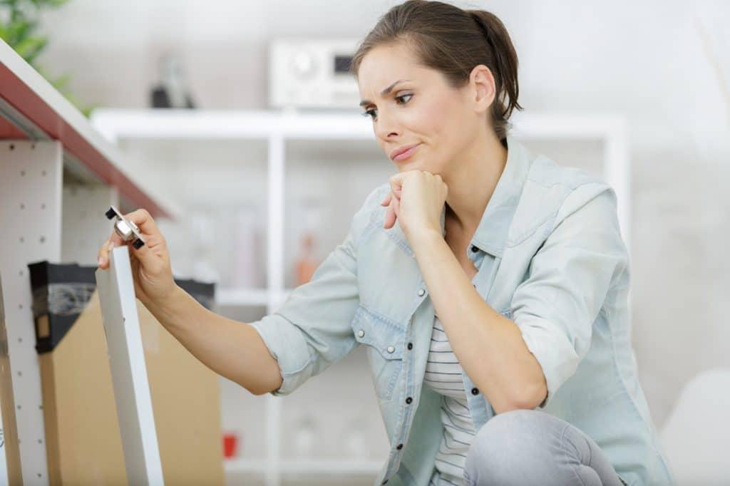 Neben dem Eigenaufbau gesellt sich oft der Ärger über unvollständige Lieferungen bei IKEA hinzu: teilweise müssen Küchenaufbauten über Wochen hinweg geschoben werden. Alles andere als angenehm im Alltag. (Foto: stock)