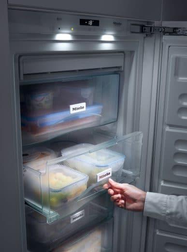 Kühlgeräten mit No Frost-Funktion wird gegenüber Low Frost- bzw. herkömmlichen Geräten ein 20% höherer Stromverbrauch erlaubt, da auf Dauer eine bessere Energiebilanz erwartet werden kann. (Foto: Miele)
