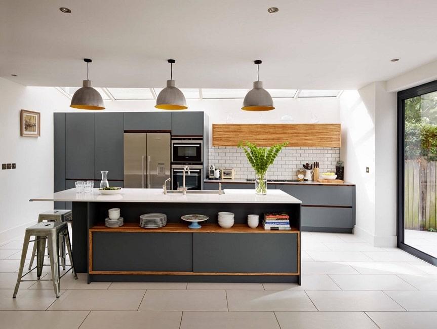 Dieses Designerprojekt Aus Dem Südosten Englands Zeigt, Wie Eine  Dunkelgraue Küche Erhaben Und Doch Gemütlich Wirken Kann   Und Einer Küche  Die Leichtigkeit ...