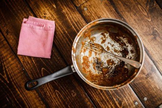 Brennt etwas auf dem Herd an, verursacht das nicht nur Hektik im Kochablauf - auch das Reinigen hinterher ist eher unangenehm. (Foto: Benoit Daoust)