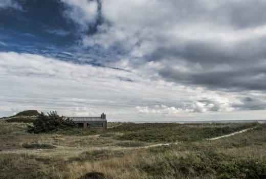 Zum Träumen schön: Das Holzhaus an der dänischen Küste besteht aus Zedernholz und Douglasie. (Foto: Ardess)