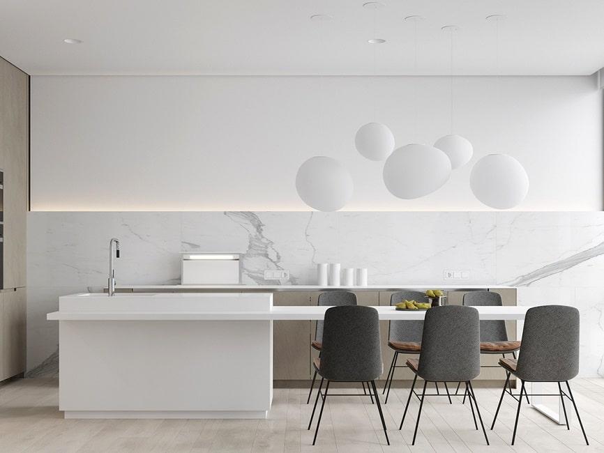Diese weiße zeitgenössische küche ist höchst minimalistisch gestaltet und setzt sich von der feinen marmorwand