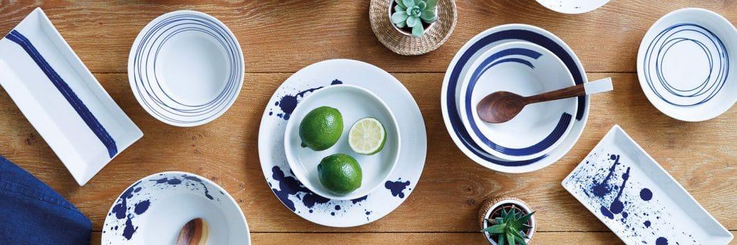 Maritimes Geschirr von Royal Doulton ist selbstverständlich blau-weiß. Dafür aber abwechslungsreich gepunktet, gestreit und bekleckst! (Foto: Royal Doulton)