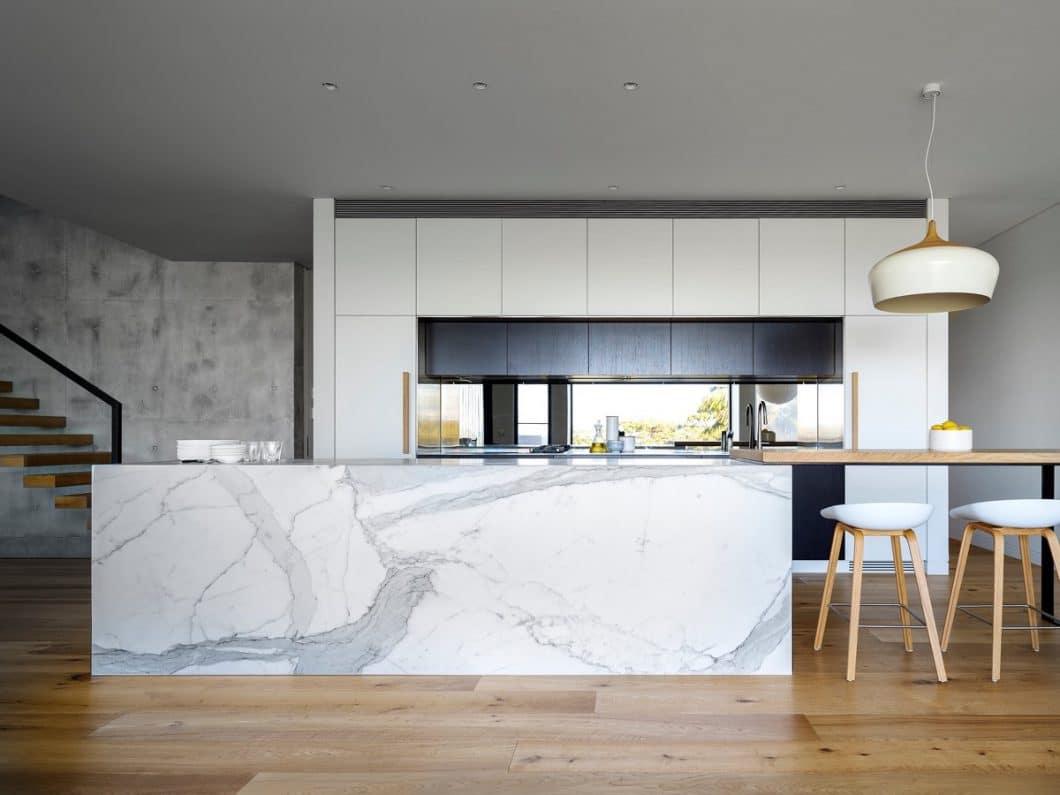 Marmor war und ist seit eh und je ein beliebtes Material in der Architektur - es wirkt automatisch edel und hochwertig. (Design: Elizabeth Hattersley)