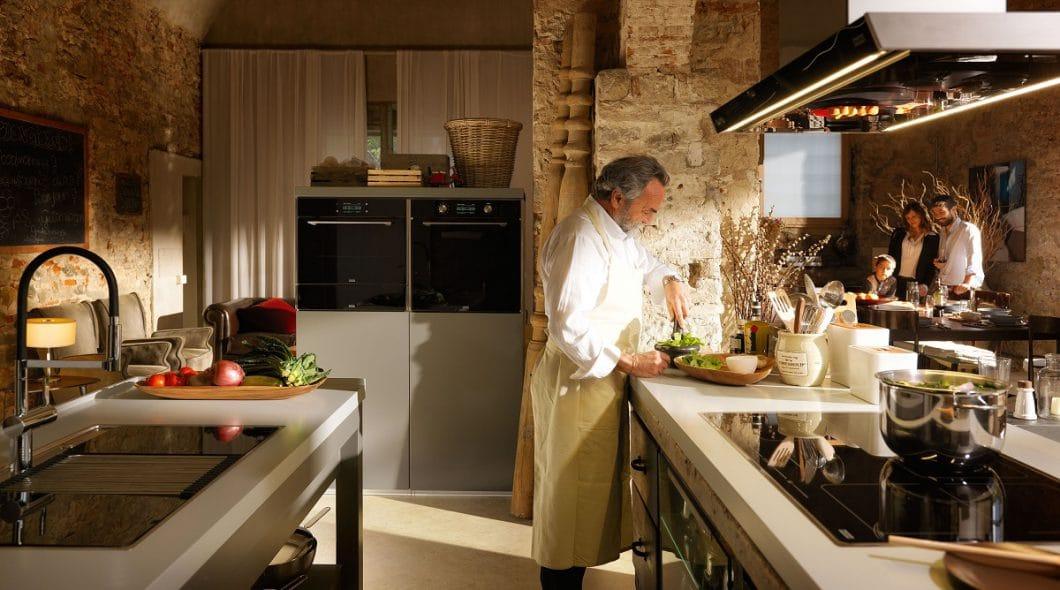 Bei Frames by Franke greifen 44 Designellemente in der Küche aufeinander über. Setzen Sie sie ein, wie es Ihnen gefällt. (Foto: Franke)