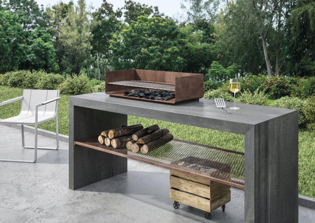 Weil das Material nicht nur feuer- und hitzebeständig, sondern auch resistent gegen Sonneneinstrahlung ist, können die Keramikplatten auch gut für wertige Outdoor-Küchen verwendet werden. (Foto: SapienStone)
