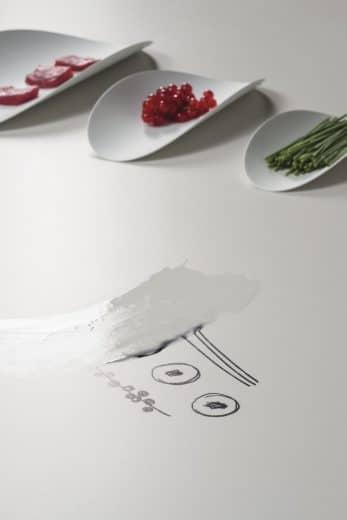 Das Besondere an SapienStone: Die Keramikplatten sind absolut lebensmittelecht, pflegeleicht und kratzfest. Wenn Sie wollen, könnten Sie sogar vom Tisch essen! (Foto: SapienStone)