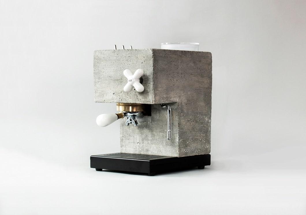 Eine Kaffeemaschine aus Beton: Klingt komisch, sieht aber wahnsinnig gut aus - und funktioniert. (Foto: AnZa)