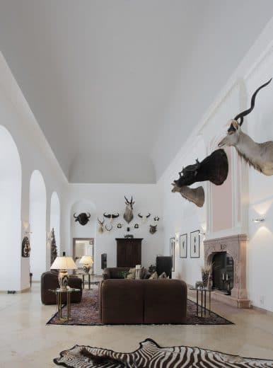 Schwere Ledersessel, kostbare Teppiche und Säulenhallen machen dieses Interieur zu etwas ganz Besonderem. (Foto: Bodo Mertoglu)