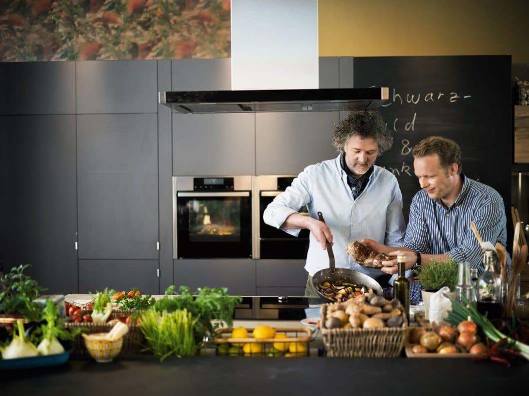 Gemeinsam oder alleine: Wie kochen die Deutschen? In einer Studie haben Hochschulstudenten 4 verschiedene Kochtypen ausfindig gemacht. (Foto: Neff)