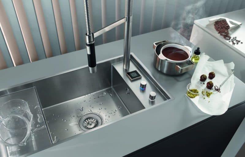 Die Armaturen Der EUnit Kitchen Von Dornbracht Bringen Höchste Digitale  Funktionen Mit Touchpad Und Fußsensor