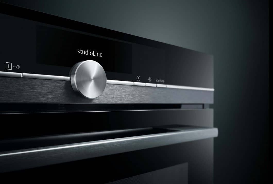 Die studioLine von Siemens gibt es nun im blackSteel-Design: Kompromisslos elegant mit einem Hauch von Luxus. (Foto: Siemens Hausgeräte)
