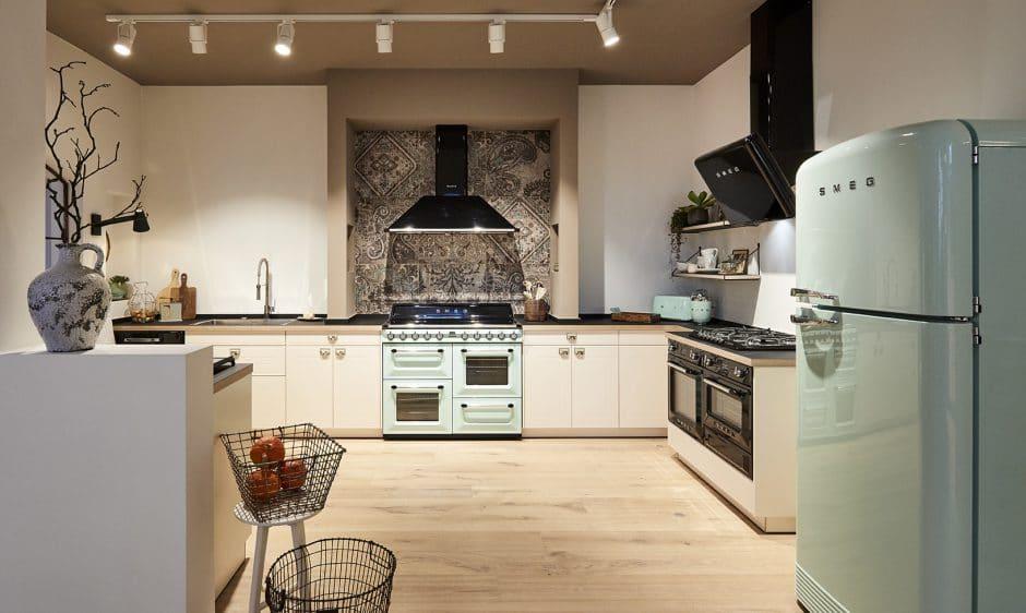 Die Portofino-Kollektion schafft auf angenehme Weise, die traditionelle italienische Küche in hochwertigem Design und dank vieler Funktionen auch mit einem Hauch Professionalität in die eigenen 4 Wände zu bringen. (Foto: Smeg/ Küchenmeile)