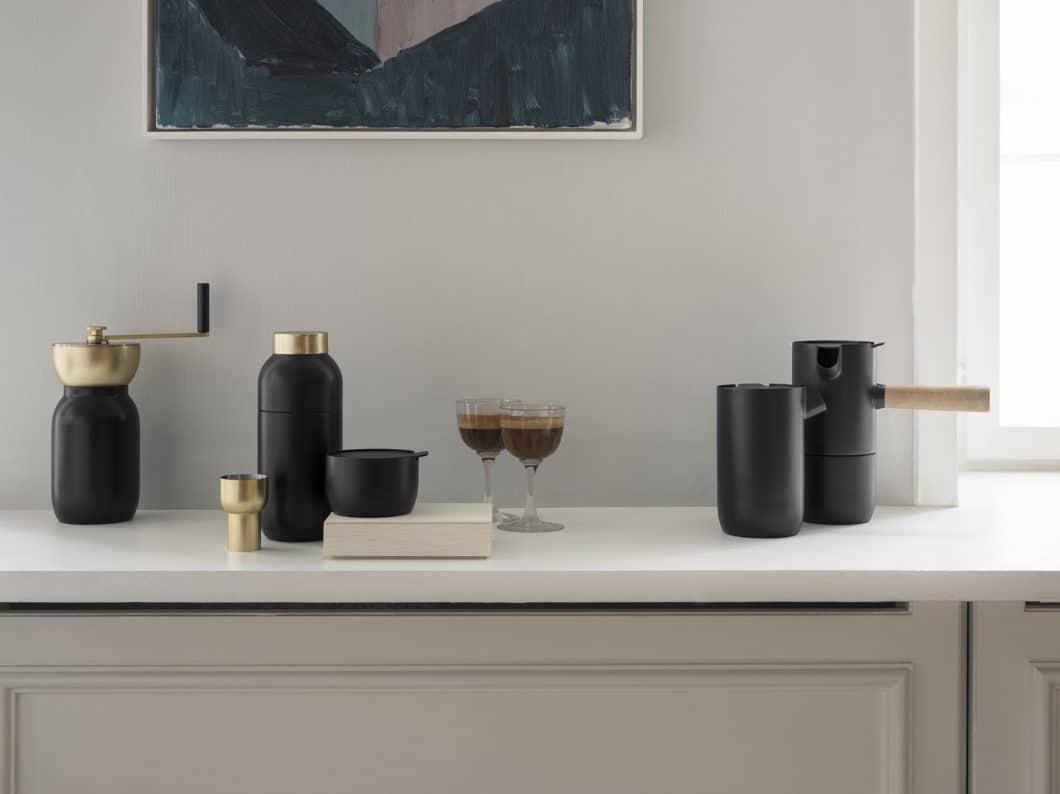 Das Set Collar von Stelton: Inklusive hochwertigem Kaffeeservice und Cocktailshaker. (Foto: Stelton)