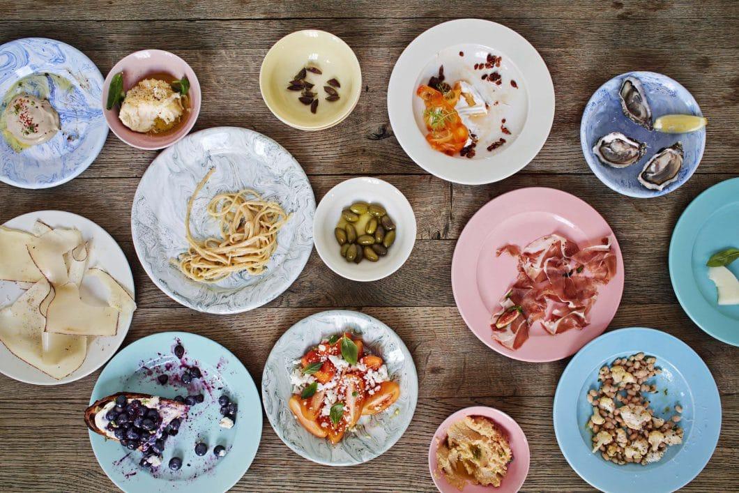 Der HAY Kitchen Market ist bunt, unkonventionell und schlicht - so, wie dänisches Design in der ganzen Welt bekannt und beliebt ist. (Foto: HAY)
