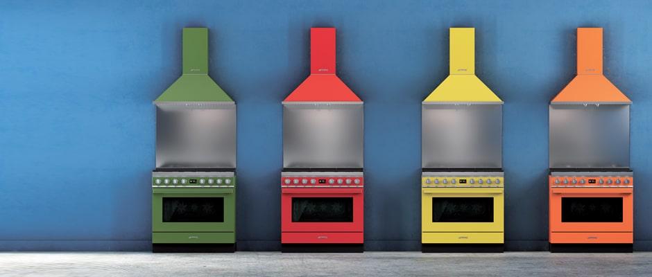 Die Farben der Häuser Portofinos finden sich in Smegs Kochzentrum wieder - und bereichern damit die Küche auf professionelle und fröhliche Weise. (Foto: SMEG)