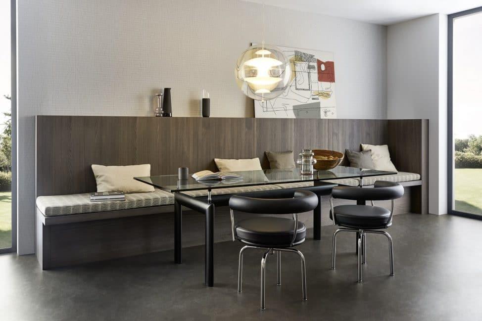 Eine einladende Sitzecke - ebenfalls raumgebendes Element des Landhausstils - findet sich in LEICHTs Küchenserie Verve ebenfalls wieder. (Foto: LEICHT)