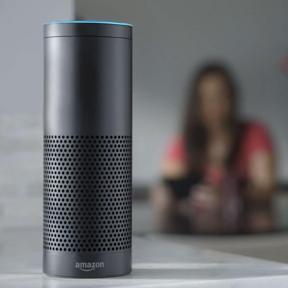Amazons Sprachassistentin Alexa schafft zwar, mehrere Geräte gleichzeitig zu verknüpfen - trägt aber auch zur persönlichen Verlangsamung bei. (Foto: Amazon)