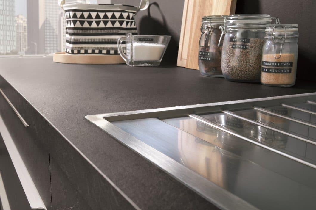 Steindekor in der Küche: Täuschend echte Nachahmung von nobilia