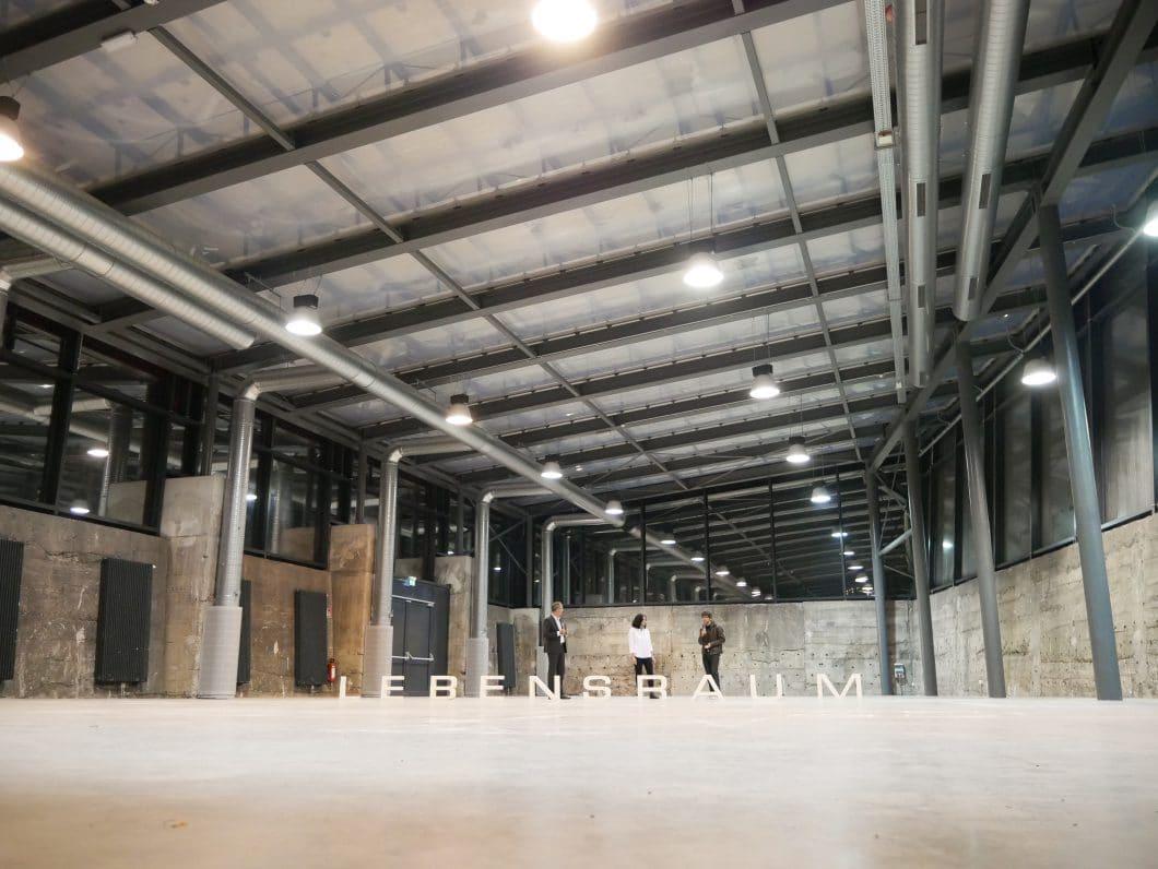 """Hinter dem Pop-Up-Projekt """"Lebensraum"""" verbirgt sich die großzügige Glas-Stahl-Stein-Konstruktion des Kohlebunkers, in dessen loftartiger Anlage etwa 90 Aussteller auf einem Raum markenübergreifend präsentiert werden sollen. (Foto: trendfairs)"""