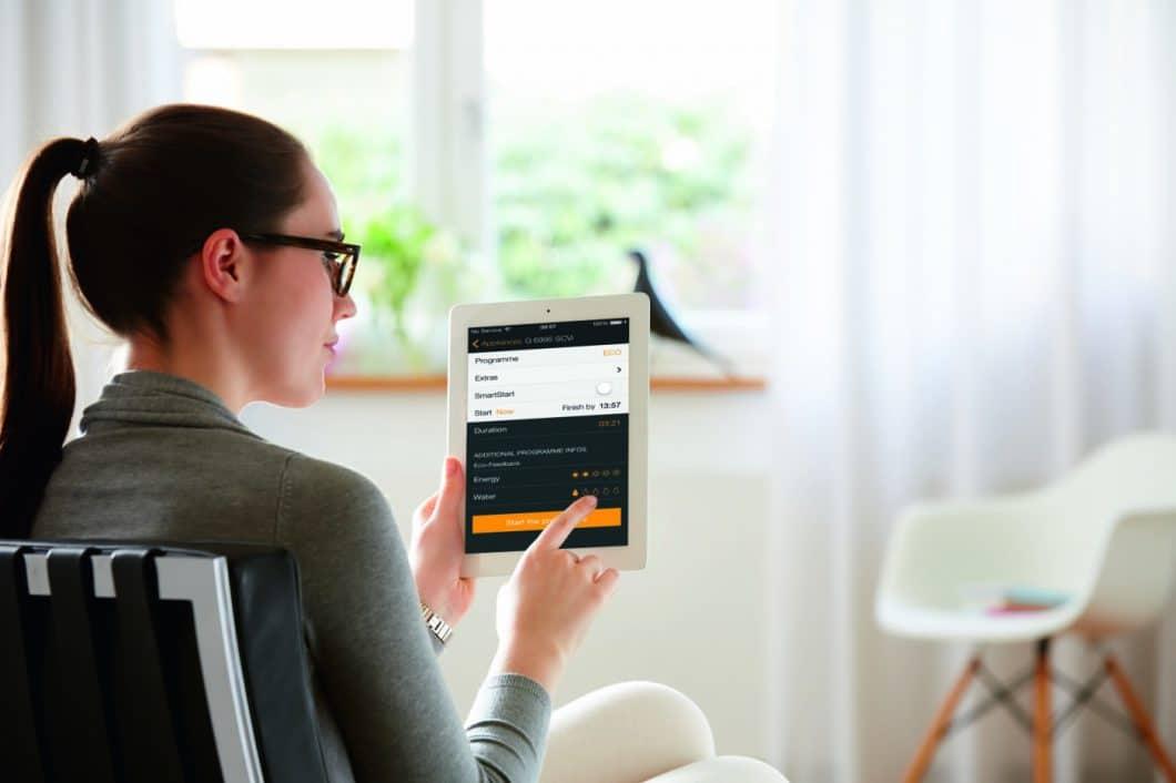 Über die Miele@mobile-App kann der Miele Geschirrspüler G 6000 EcoFlex remote gesteuert oder entsprechende Tabs und Klarspüler online gekauft werden. (Foto: Miele)