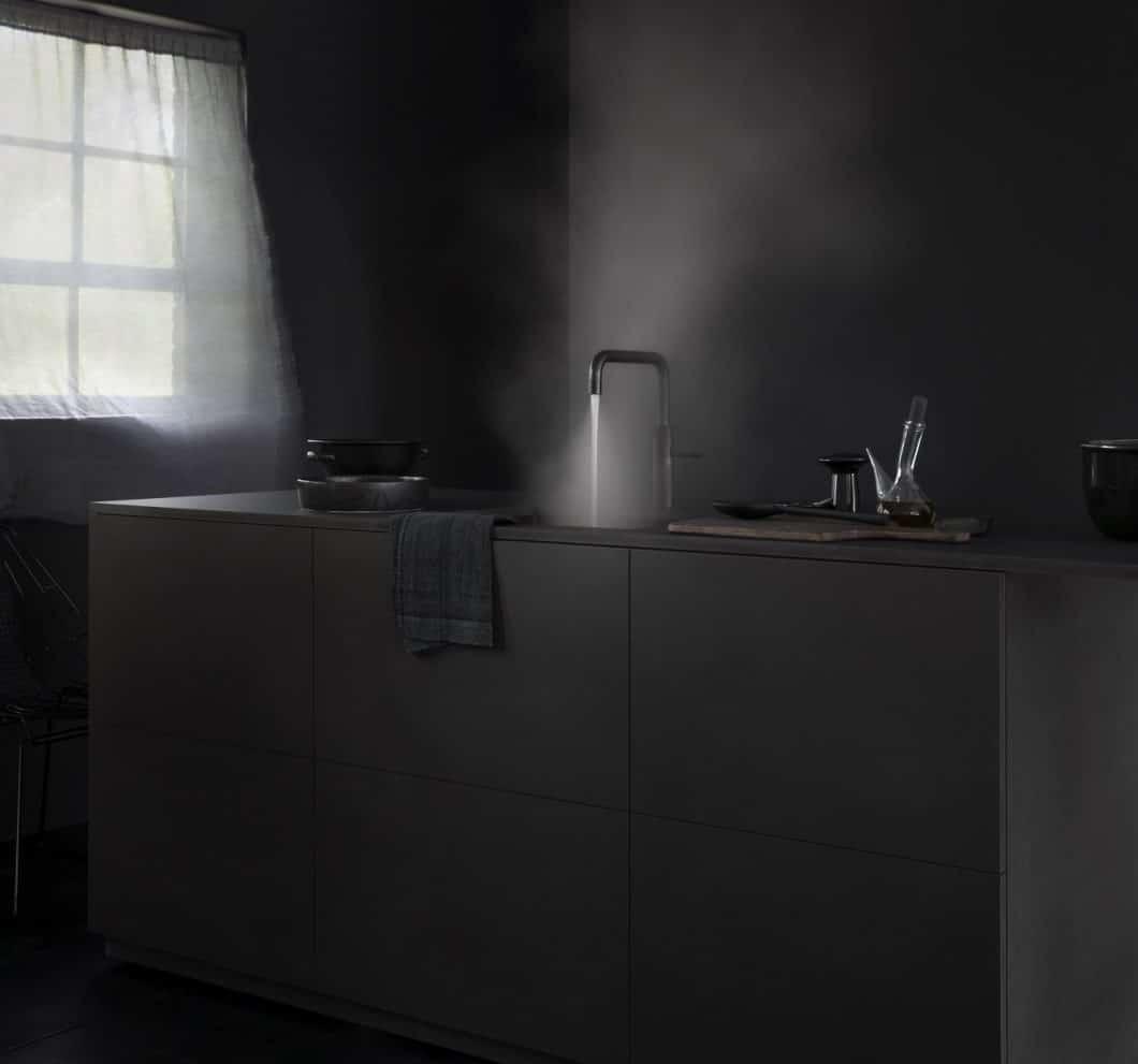 Den Quooker gibt es jetzt auch in neuem Gewand: In Schwarz wirkt er majestätisch und mystisch. (Foto: Quooker)