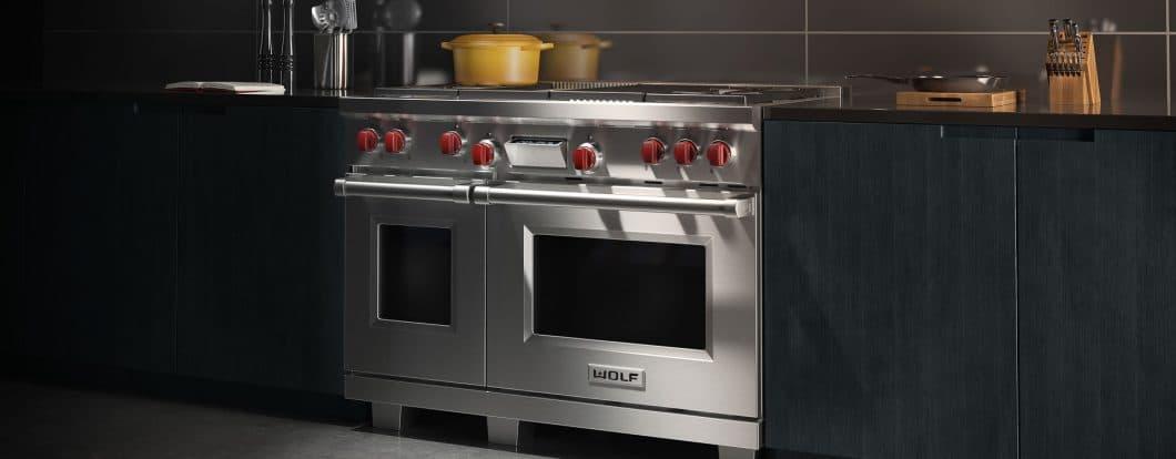 Das amerikanische Vorbild: Lange Zeit war der Range Cooker ein typisches amerikanisches Küchengerät. Premiumvorreiter dort ist die Marke Wolf. Mittlerweile rüsten europäische Anbieter allerdings stark nach. (Foto: Wolf)