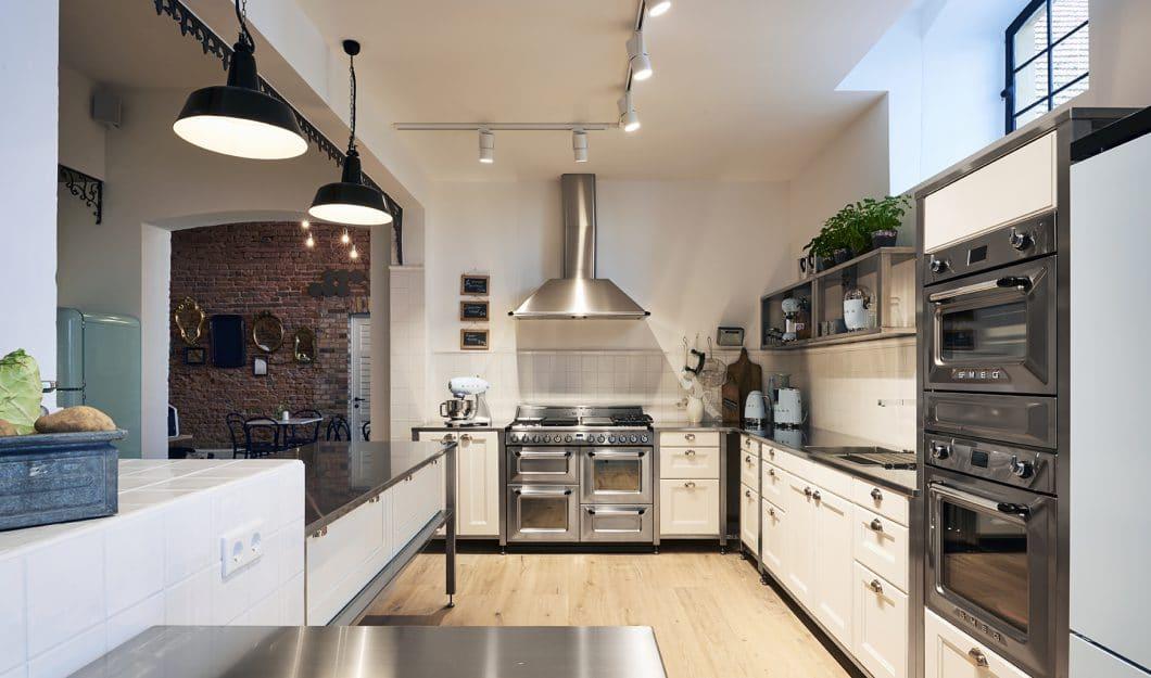 Der amerikanische Traum einer jeden Küche, der Range Cooker, hat den Sprung über den großen Teich geschafft: Das Gerät wurde von SMEG auf der Küchenmeile A30 im Herbst 2017 speziell für den europäischen Markt vorgestellt. (Foto: SMEG)
