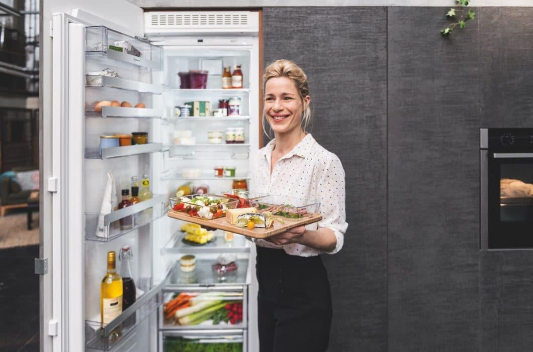 Das Gourmet-Tablett umfasst vier Glasauflaufschalen, die zum Aufbewahren, Überbacken, Einfrieren und Präsentieren von Gerichten genutzt werden können. (Foto: Neff)