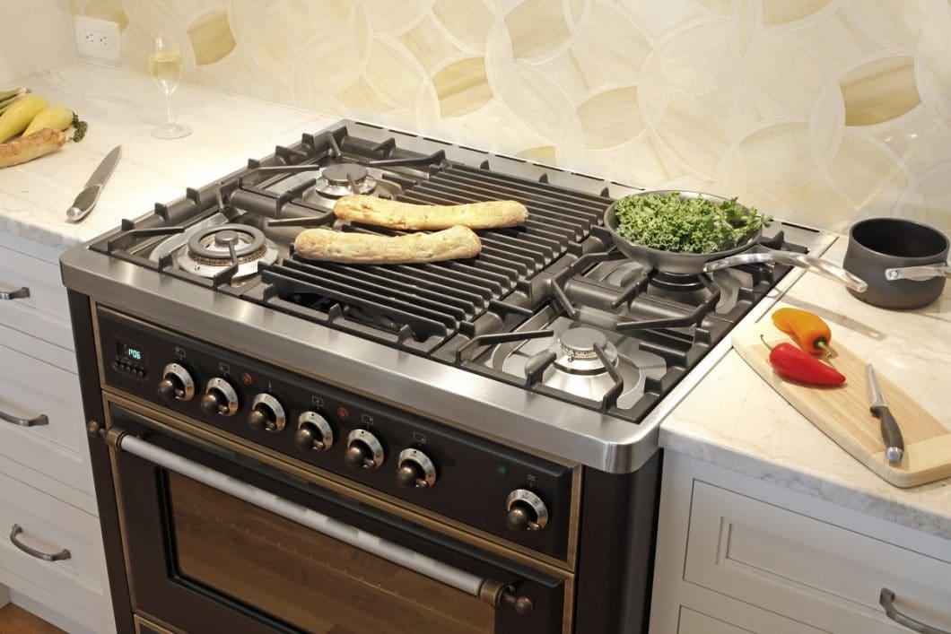 Range Cooker eignen sich dank ihrer multivariablen Herdoberfläche ideal zum Vorbereiten von Lebensmitteln mit unterschiedlichen Garprozessen. (Foto: ILVE)
