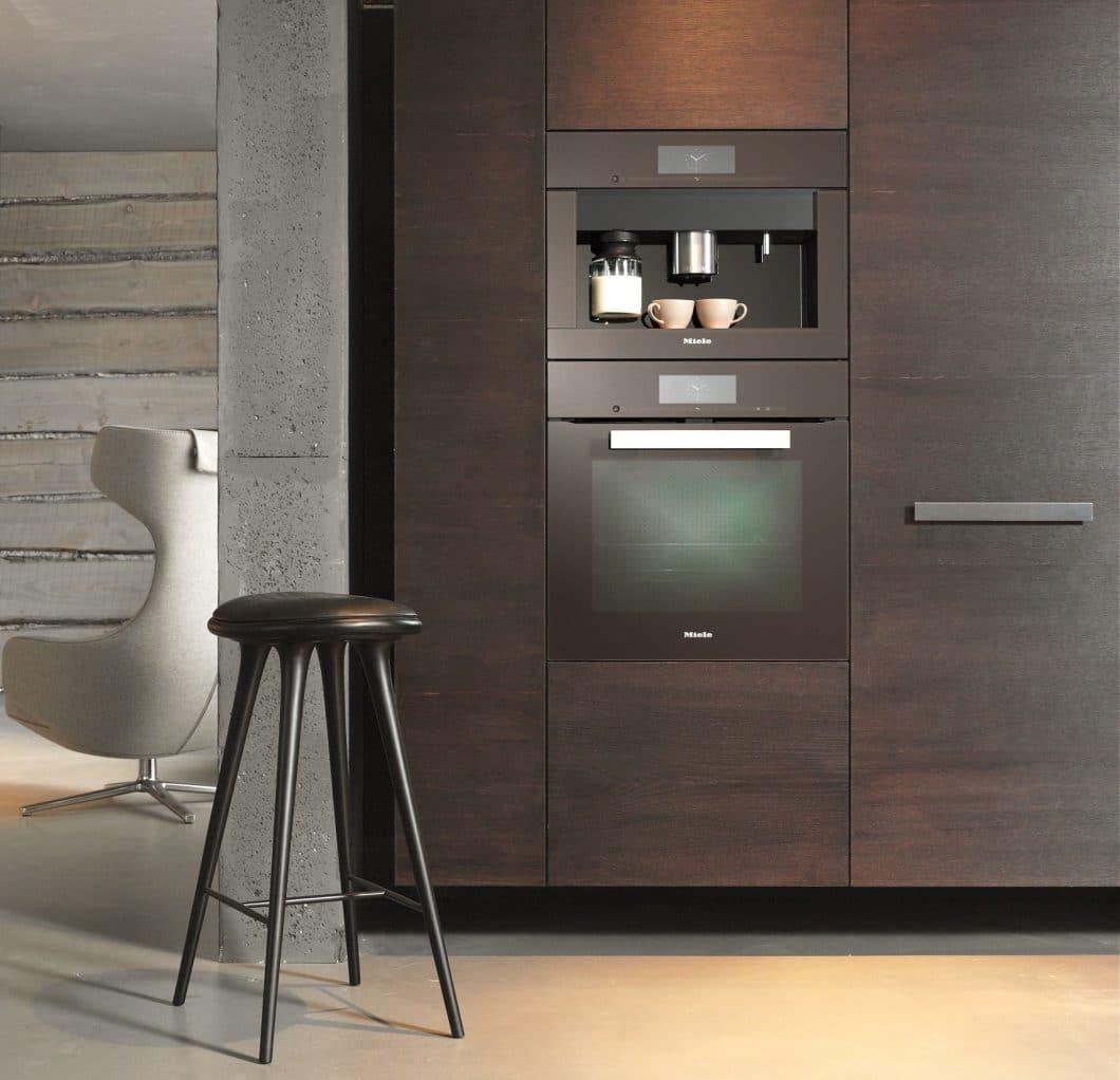Für die Miele Einbau-Kaffeevollautomaten spricht ihre nahtlose Integration in eine Küchenwand dank eines puristischen, eleganten Designs. (Foto: Miele)