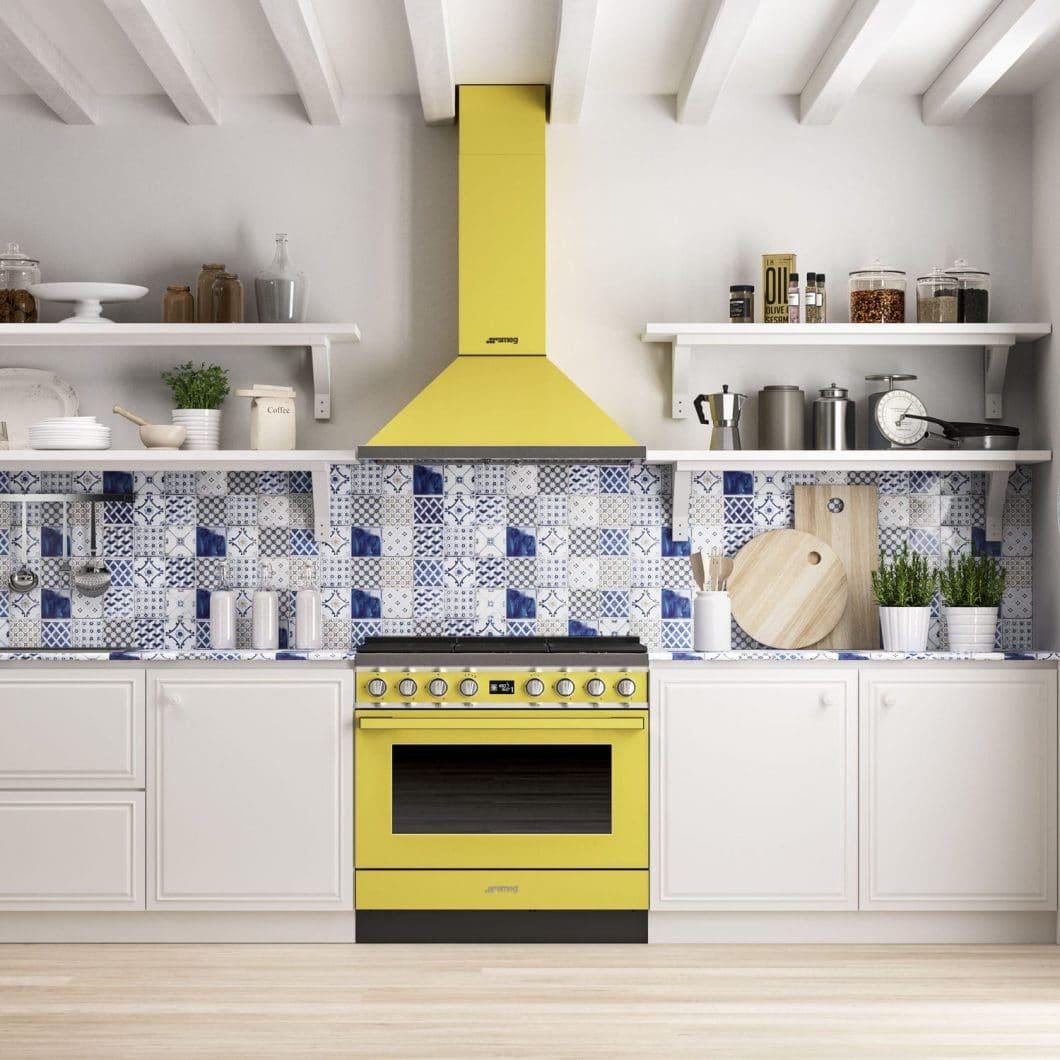 Auf der Küchenmeile A30 präsentierten die Italiener von SMEG ihre farbenfrohe Reihe an Range Cookers, die sich perfekt in das Retro-Design der Marke einreihen. (Foto: Smeg)