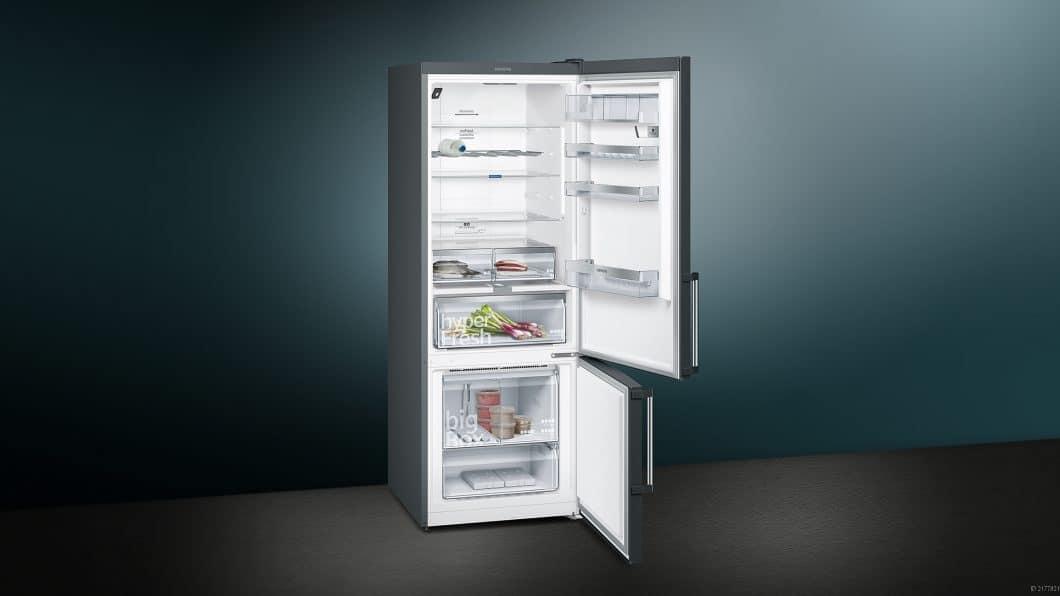 Die Kühl-Gefrier-Kombination der Reihe iQ500 von Siemens ist sehr facettenreich - in Funktion und Design.