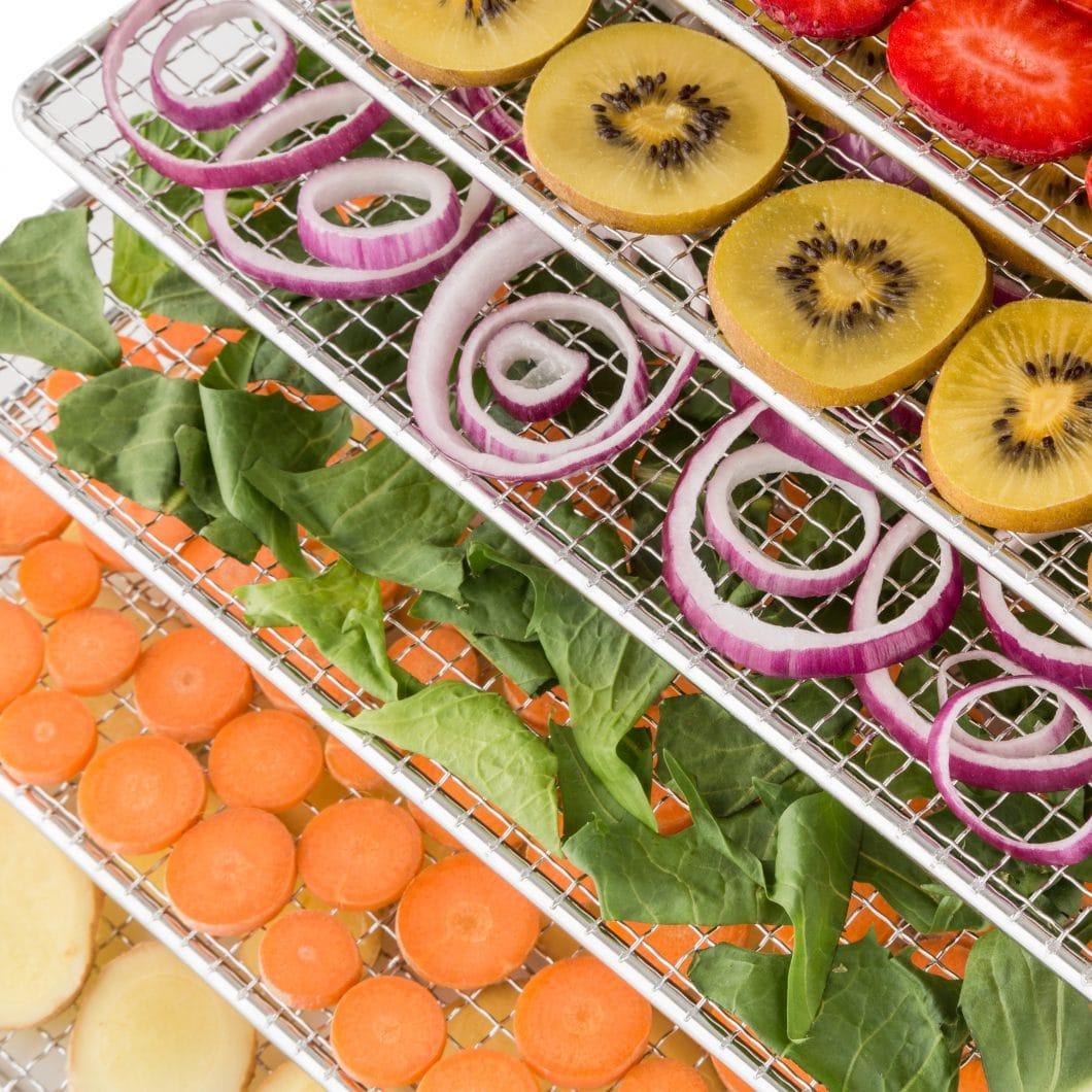 Mit dem Fruit Jerky Pro 6 Dörrautomaten können auf einfache und natürliche Weise schmackhaftes Tockenobst, -gemüse oder andere gesunde Snacks hergestellt werden. (Foto: Klarstein)