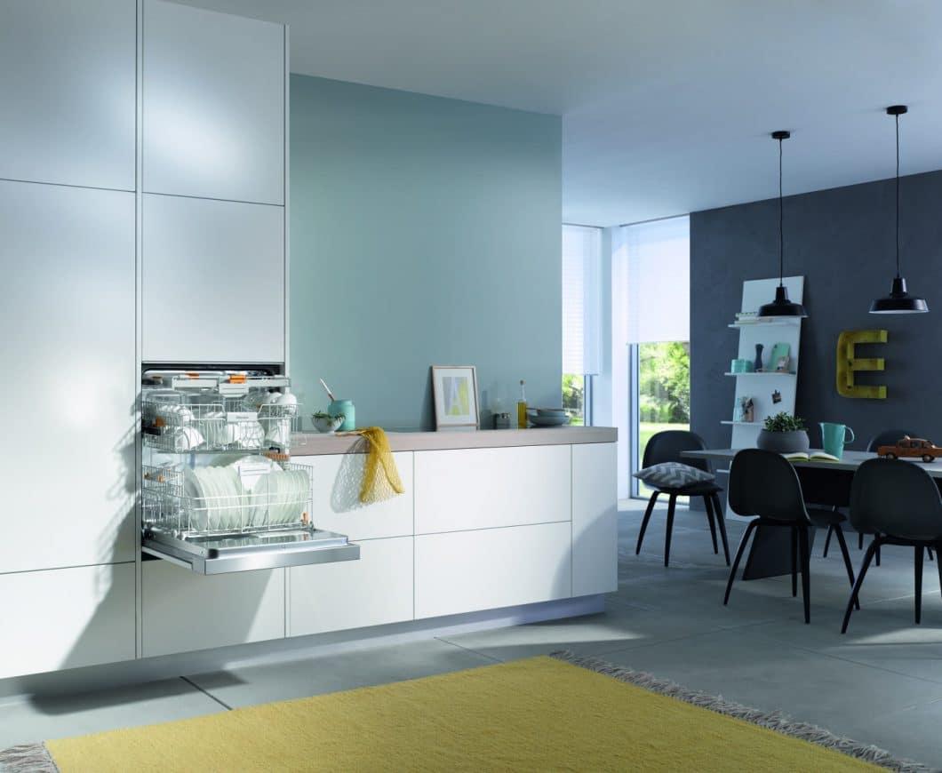 """Der EcoFlex-Geschirrspüler von Miele kann bedenkenlos in einem offenen Wohnraum eingesetzt werden: Er spült das Geschirr nicht nur in weniger als einer Stunde, sondern auch noch """"flüsterleise"""". (Foto: Miele)"""