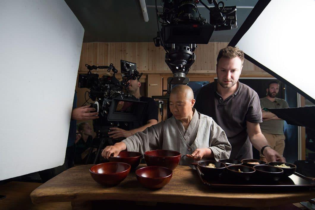 """David Gelb, Executive Producer der Netflix-Serie """"Chef's Table"""", begleitet die opulent aufgenommenen Porträts der Spitzenköche weltweit. (Foto: Netflix)"""