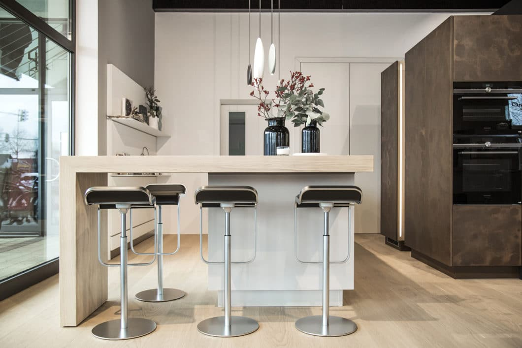 Inspirieren lassen: von aufregend schönen Küchenräumen, modernem technischen Know-How oder einer geschmackvollen Küchenraumumgebung - all das erwartet die Kunden im neuen Showroom des Studios. (Foto: Dross & Schaffer Ingolstadt)