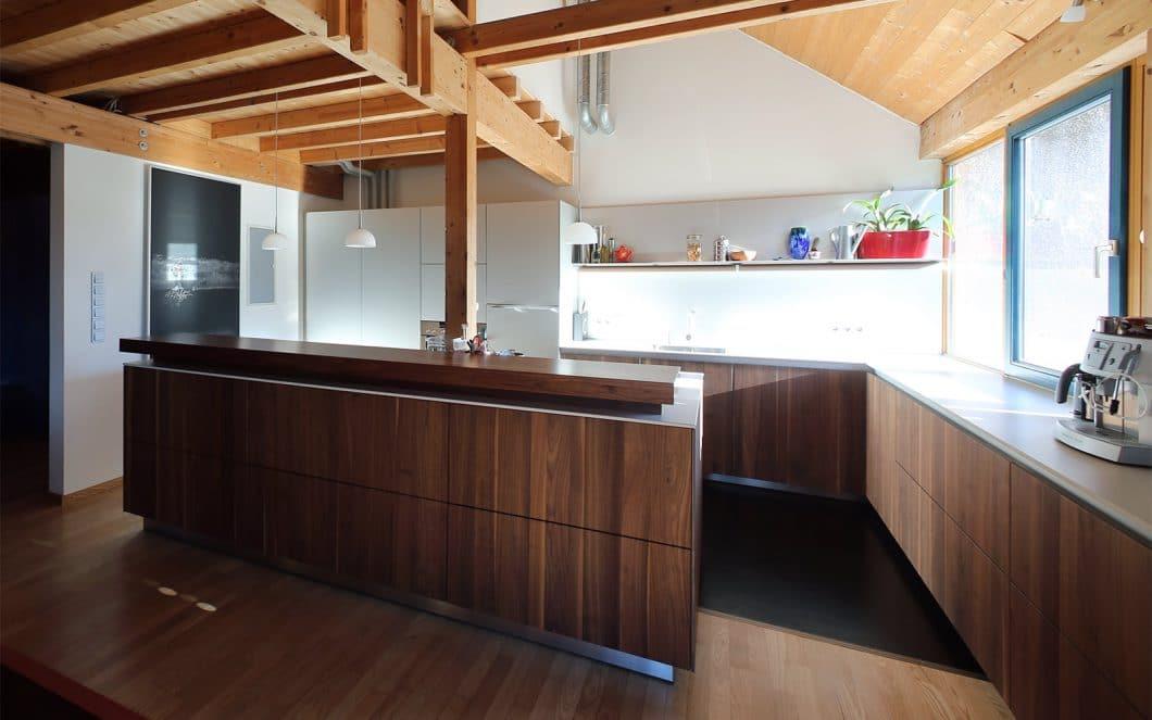 Dross Ingolstadt überzeugt in seinen Kundenreferenzen von klug geplanten Küchenräumen, die modern, elegant und funktional zugleich angelegt sind. Individualität wird hier großgeschrieben. (Foto: Dross Ingolstadt)