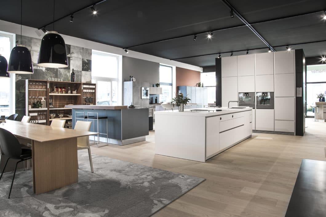 Das renommierte Studio bietet architektonisch anspruchsvolle Küchen für eine breite Zielgruppe: von bulthaup über LEICHT bis hin zu selektionD findet sich für jeden Geschmack das Puzzlestück der perfekten Küche. (Foto: Dross & Schaffer Ingolstadt)