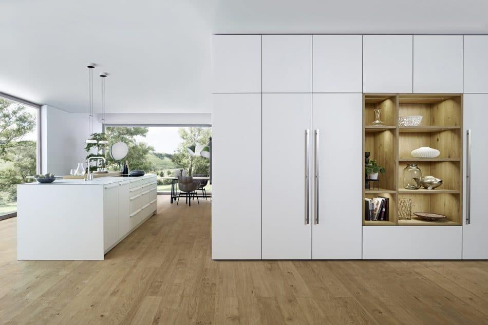 Der Ende 2017 von LEICHT vorgestellte Wohnkubus lässt den Hauswirtschaftsraum auf funktionale und elegante Weise wiederaufleben: Außen werden Küche und Wohnbereich integriert, innen die Haushaltsobjekte verstaut. (Foto: LEICHT)