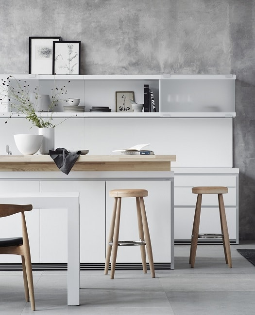 Offene Regale können die Kücheneinrichtung stark bereichern. Für manche ist die Herausforderung des Sauber- und Schönhalten allerdings zu groß. (Foto: Bulthaup)
