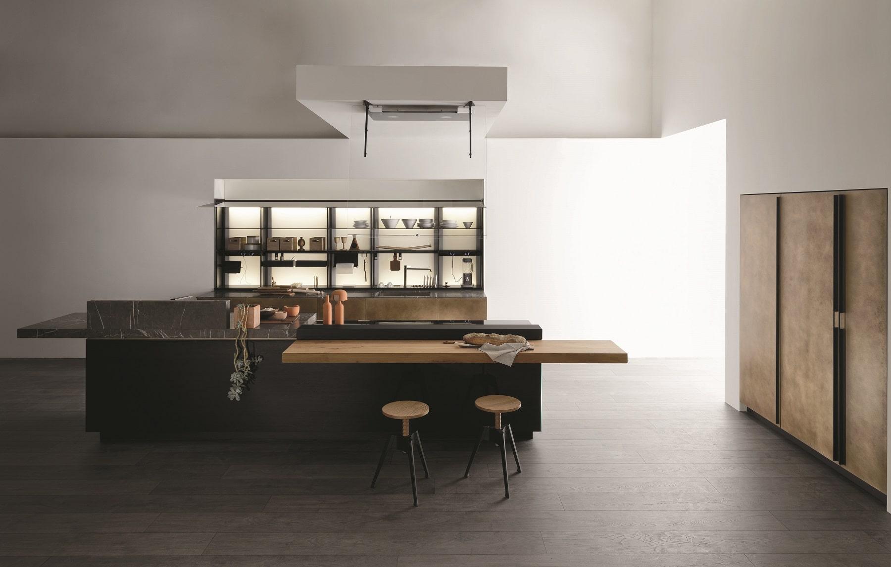 Der italienische Küchenhersteller Valcucine präsentiert auf der EuroCucina 2018 viele Neuheiten - auch für bereits bestehende Modelle. Hier die Artematica in Messing Antik-Fronten. (Foto: Valcucine)