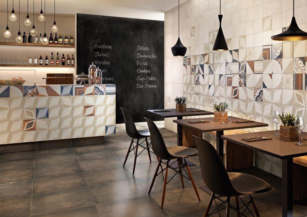 Zarte Ornamente und stilvolle Patches: Mit CENTURY UNLIMITED/ STATEROOM setzen Farbe und elegante Muster Highlights in der Küche. (Foto: Villeroy & Boch)
