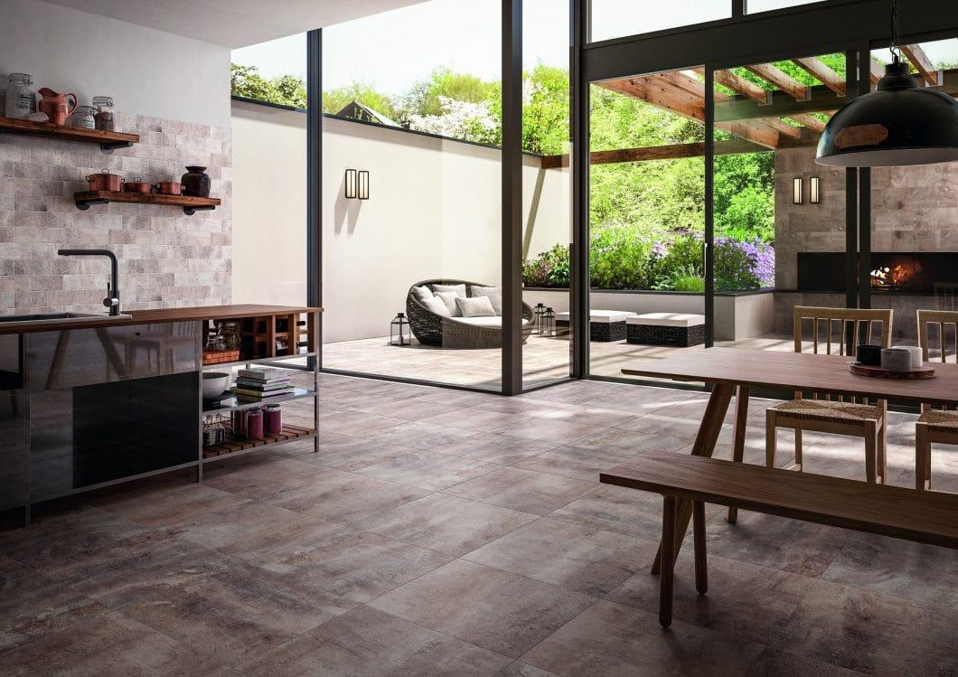Küchenfliesen können elegant, puristisch, lebendig und eindrucksvoll in den Raum integriert werden: Sie setzen Statements im Stil. (Foto: Villeroy & Boch)