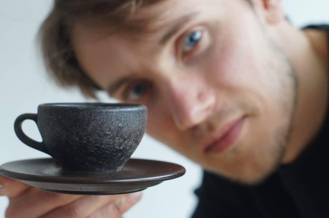 start up kaffeeform tassen aus kaffeesatz wasserfest. Black Bedroom Furniture Sets. Home Design Ideas