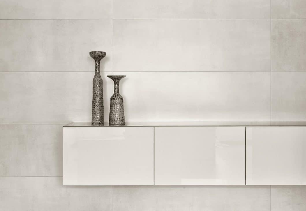 Beton ist das Material der Stunde in Küchenbau und -planung. Villeroy & Boch greift die Optik für seine Steingut-Küchenfliesen von SPOTLIGHT auf. (Foto: Villeroy & Boch)