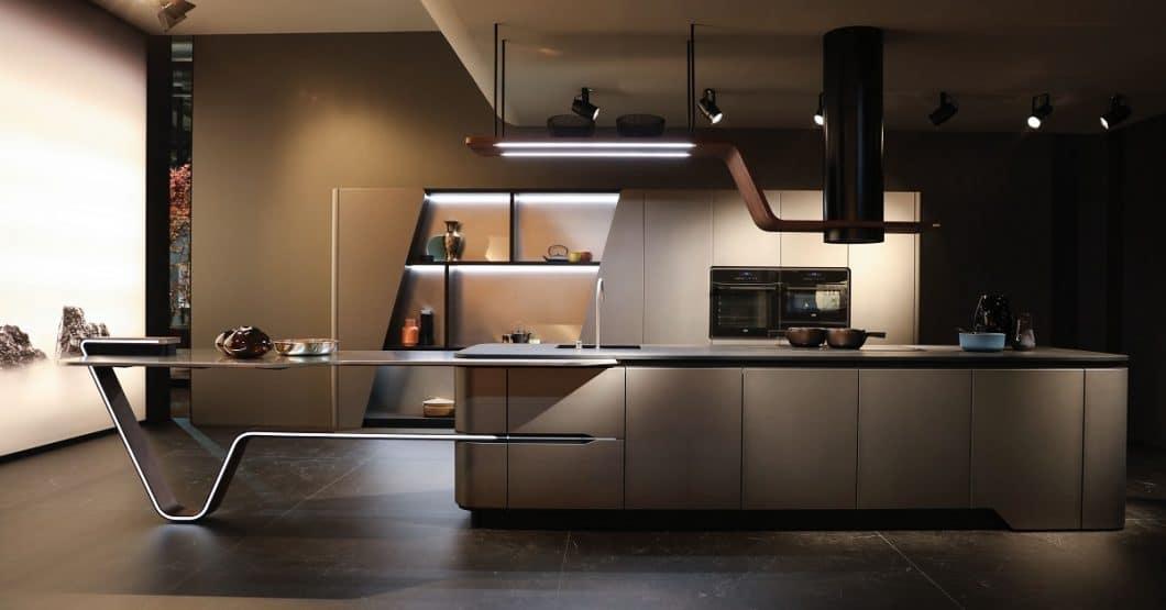 """Das Modell """"VISION"""" von Snaidero wagt einen Ausblick auf der EuroCucina 2018 in Mailand: Wie futuristisch können Küchenregale und Kücheninsel zukünftig gestaltet werden? (Foto: Snaidero)"""