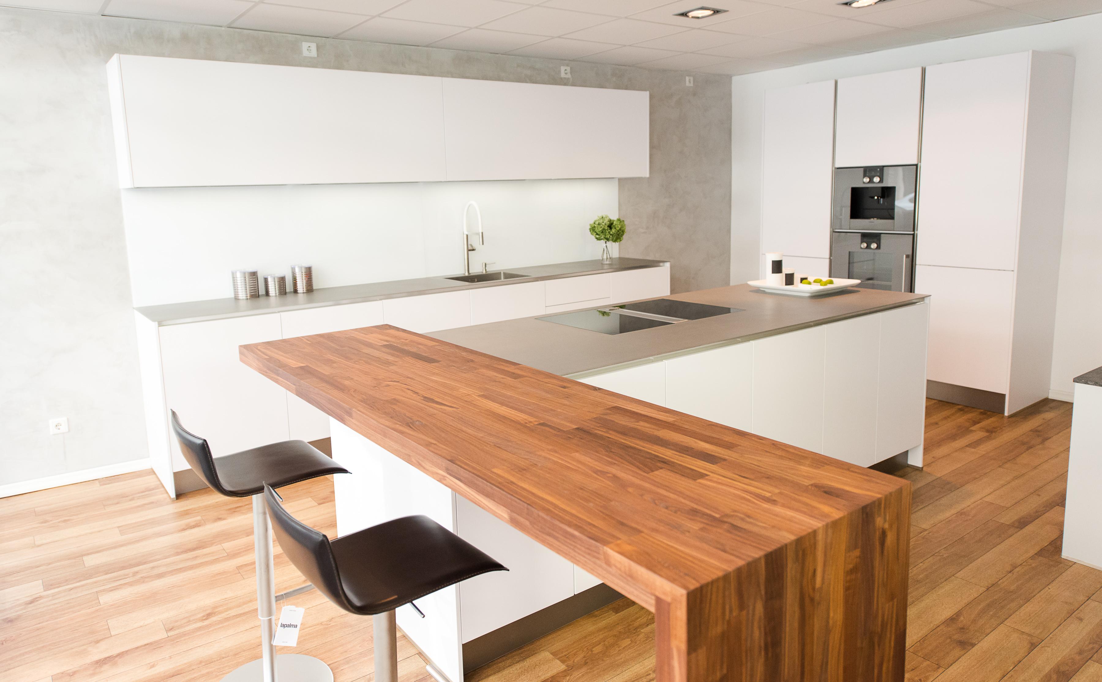 Fantastisch Küchendesign Eckwand Backofen Bilder - Küchenschrank ...
