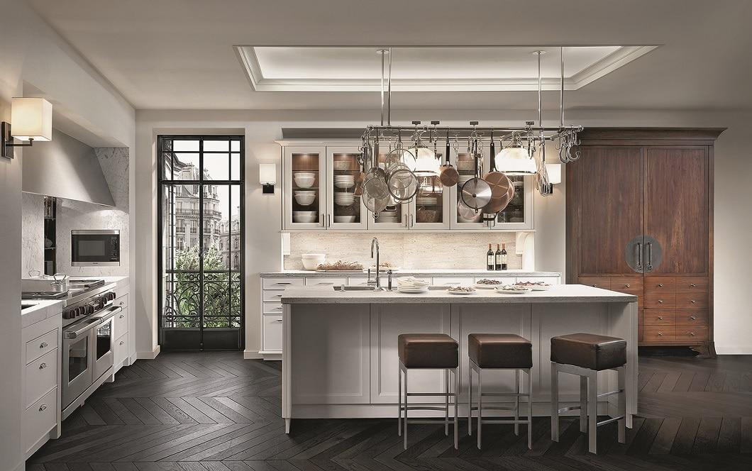 Die etwas andere Art der Landhausküchen: Kühlere Farbtöne, stärkere Kontraste und viel eingesetzter Stahl schaffen eine rustikale Wirkung des Landhausstils. (Foto: SieMatic)
