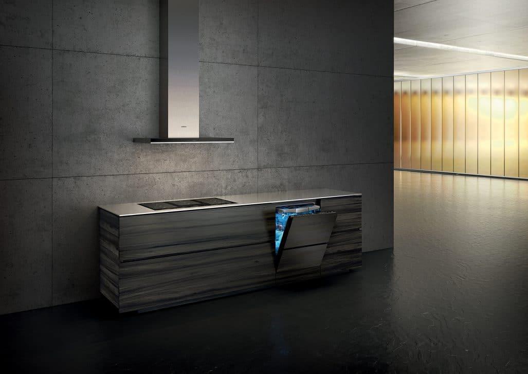 Besonders in offenen Küchen ein Geschenk: Das neue Zeolith®II-System arbeitet nicht nur effizienter, sondern auch leiser. Dank des nachhaltigen Trocknungssystem erreichen Siemens Geschirrspüler hier die Energieeffizienzklasse A+++. (Foto: Siemens Hausgeräte)